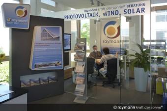 Unsere Photovoltaiktechniker beraten Sie in der Blauen Lagune