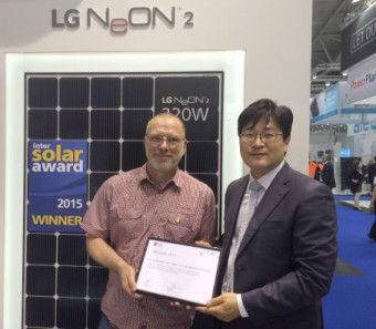 DI Rudolf Raymann und Ian Lee Product Director EU Solar Business Group